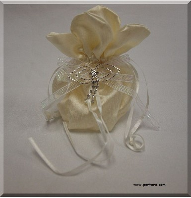 Amazing Silky Ivory Beauty Bomboniere Gift Favor