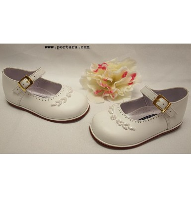Flower Pearl Girls Shoes in White Color