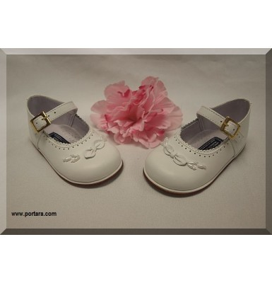 Lovely Bow with Pearls Girls White Leather Shoes