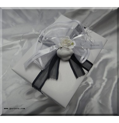 Black and White Favor Wrapping Idea